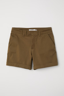 Short chino shortsModel