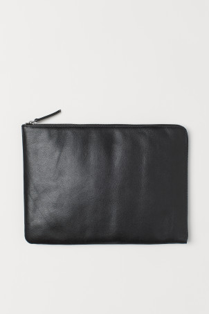 Leather laptop caseModel