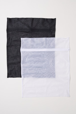 2-pack laundry bagsModel