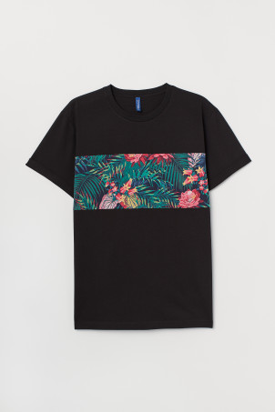 T-shirt with turn-up sleeves