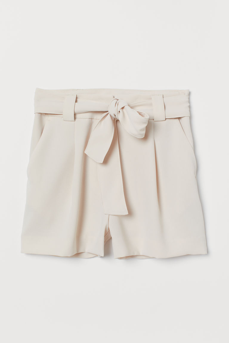 Shorts with a tie belt - Powder beige - Ladies | H&M IE
