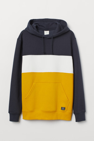 Block-coloured hooded top