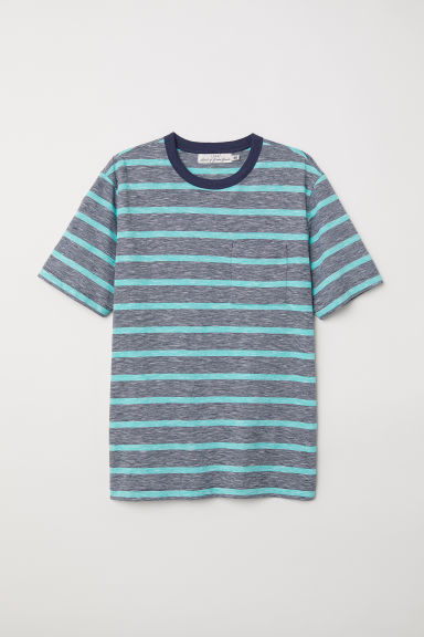 T-shirt with a chest pocket - Dark blue/Green striped - Men | H&M