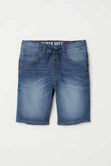 Super Soft denim shortsModel
