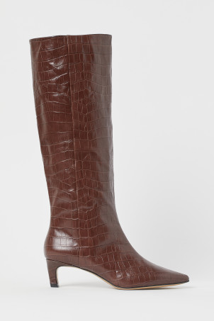 Tall leather bootsModel