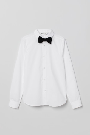 Shirt with a tie/bow tieModel