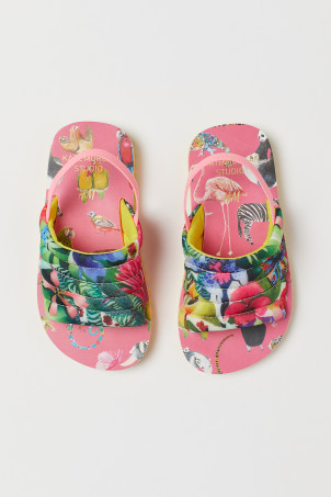 Patterned pool shoes