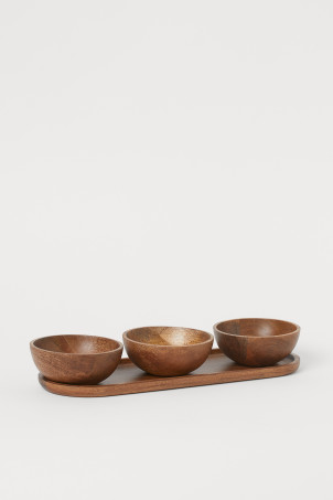Serving bowls and tray