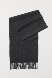 Cashmere scarfModel
