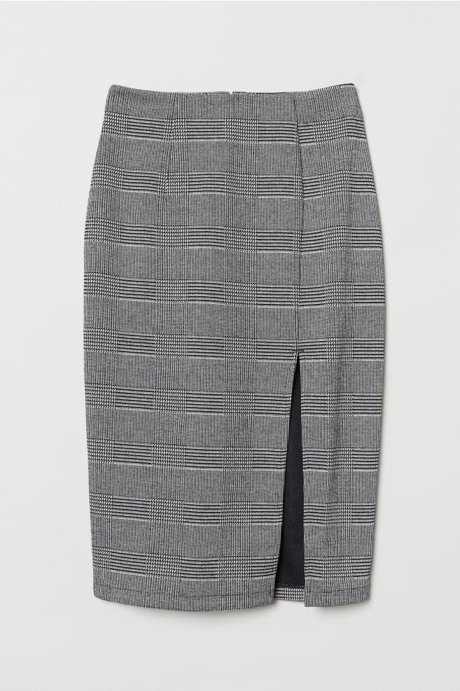 cfa5e385252b Úzka sukňa s rozparkom - čierna károvaná -