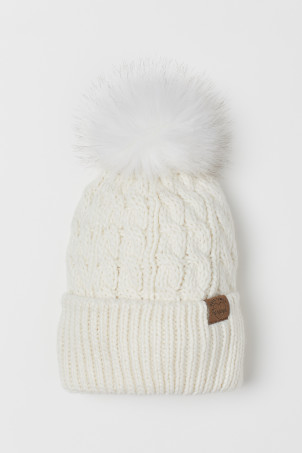 Knit Hat with PompomModel