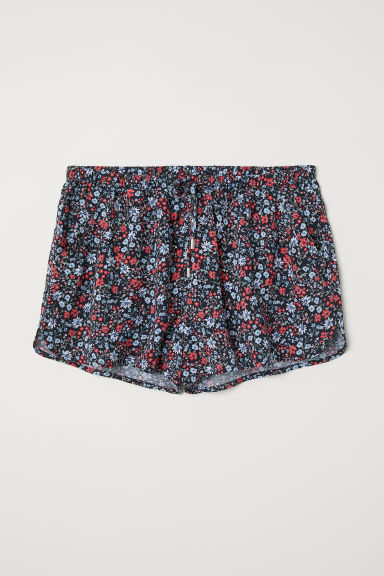 Short viscose shorts - Black/Floral - Ladies | H&M