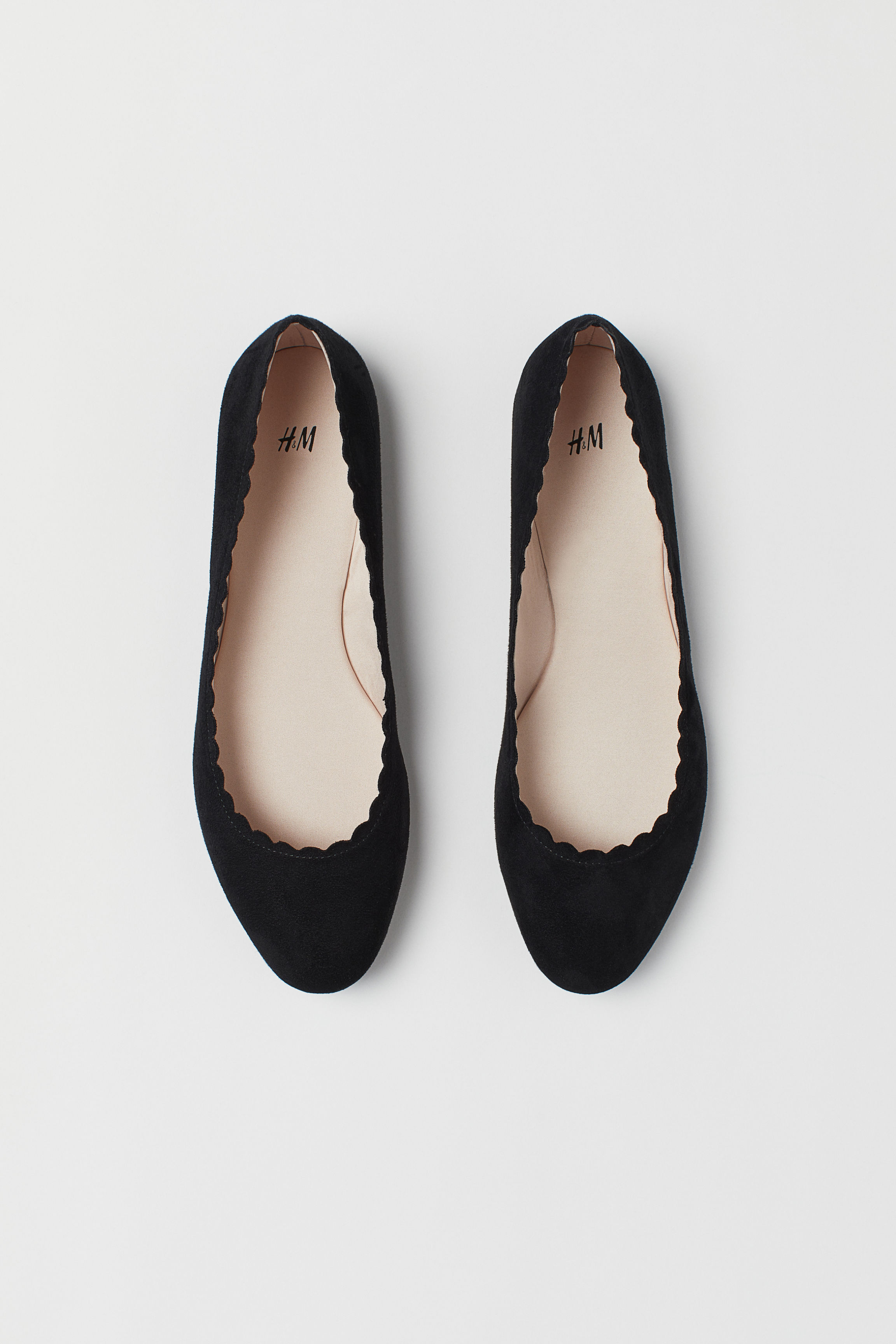 8a7e31855fe Scallop-edged ballet pumps - Black - Ladies