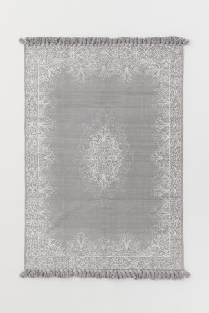 Tasselled cotton rug