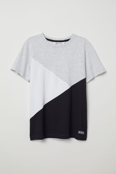 T-shirt with a chest pocket - Light grey/Block-coloured - Kids | H&M CN