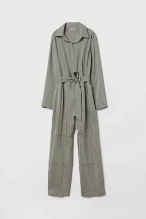 Jumpsuit with a collar