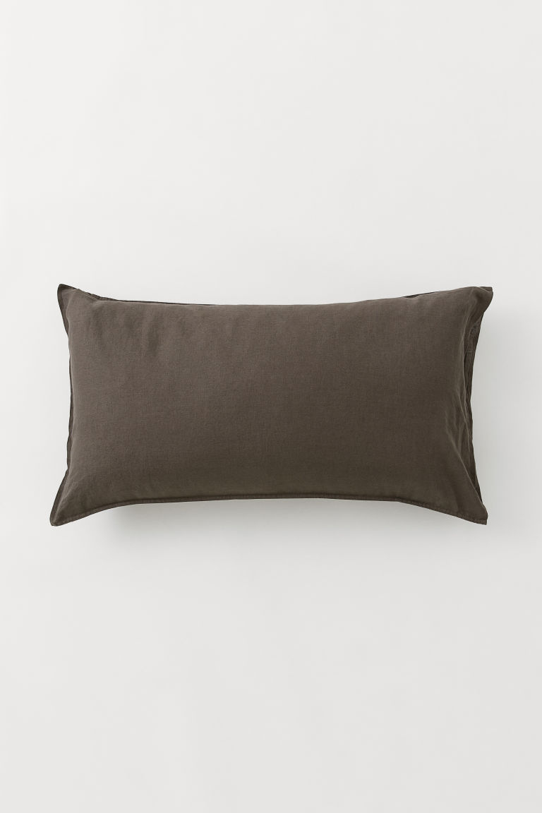 Washed linen pillowcase - Dark brown - Home All | H&M GB