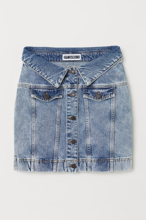 Denim skirt with buttonsModel