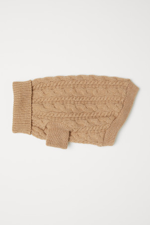 Cable-knit dog jumper