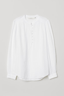 Blouse with buttonsModel