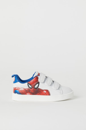 Trainers with a motif