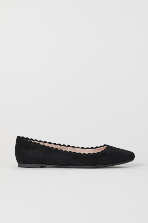 Scallop-edged Ballet FlatsModel