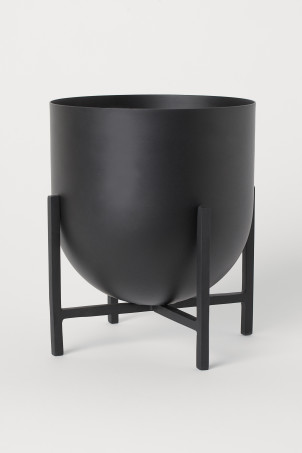 Plant pot on a pedestal