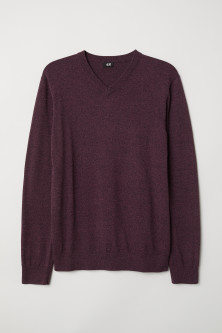 V-neck cotton jumperModel