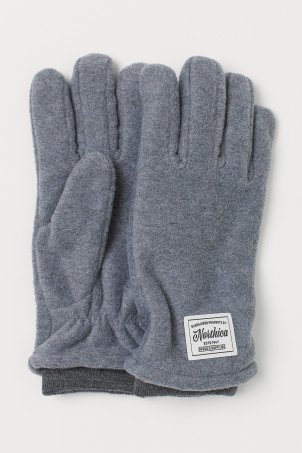 Fleece glovesModel