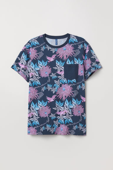 T-shirt with turn-up sleeves - Dark blue/Patterned - Men | H&M