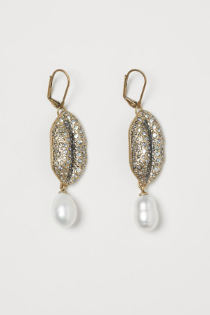 Sparkly earrings with a pearl