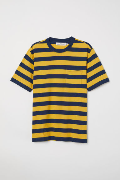 T-shirt with a chest pocket - Yellow/Dark blue stripe - Men | H&M