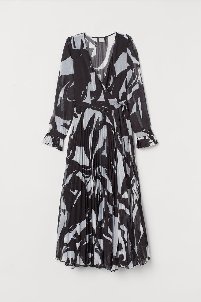 38aa8de0bd4ff ... V-neck Wrap Dress - Black white patterned - Ladies
