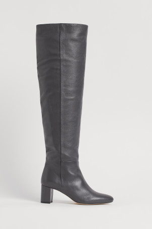 Leather bootsModel
