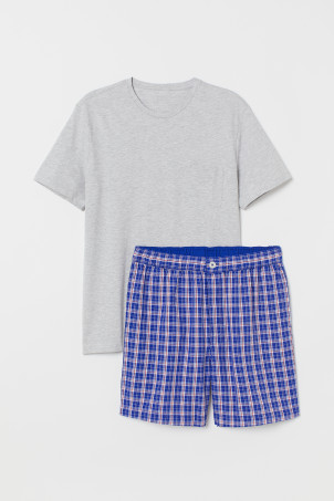 Pyjamas med t-shirt och shorts