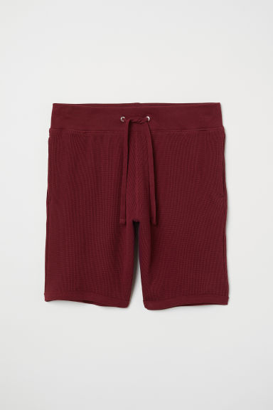 Waffled shorts Regular fit - Burgundy - Men | H&M