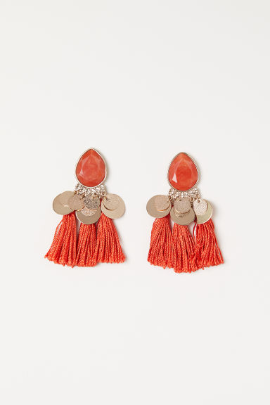 Tasselled earrings Model