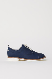 Derby shoes with toe caps