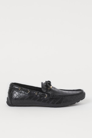 Crocodile-patterned loafersModel