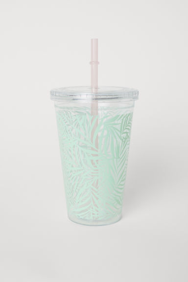Plastic mug with a straw - Light green/Leaf patterned - Home All | H&M CN