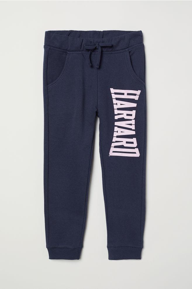 46b81d5b8 Športové nohavice s potlačou - tmavomodrá/Harvard - DETI | H&M ...