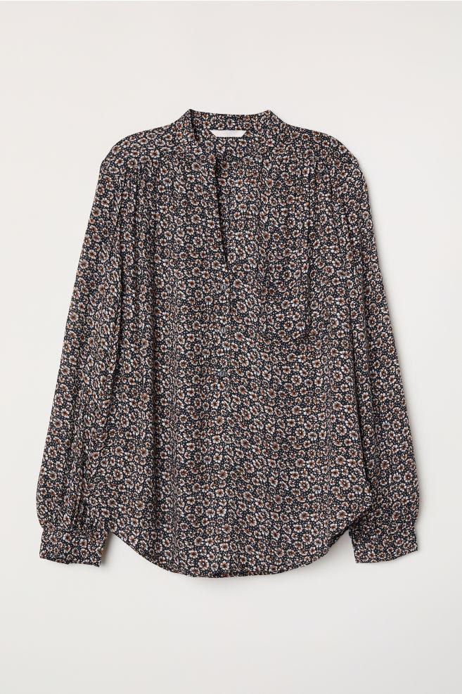 24f937136845e V-neck blouse - Black/Patterned - Ladies | H&M ...