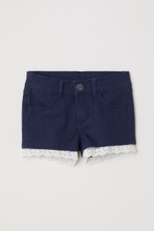 Shorts in twill con pizzo
