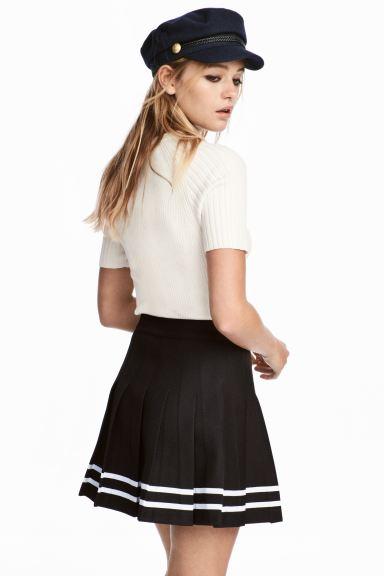 svart kort kjol