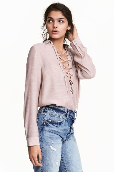 Блузка с шнуровкой - Приглушенный розовый - Женщины   H&M RU