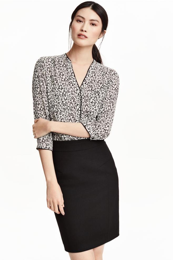 4ad30549558 Блуза с V-образно деколте - Бял/С десен - ЖЕНИ | H&M BG