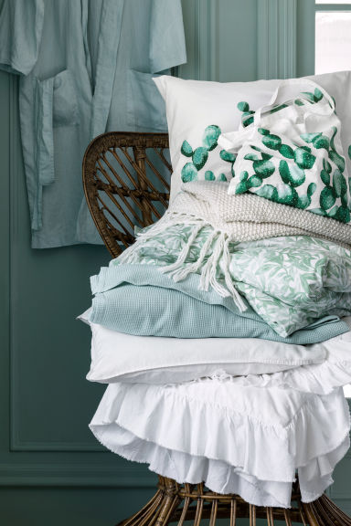 Patterned pillowcase - White/Cactus - Home All | H&M GB