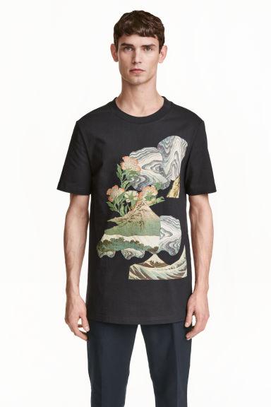 124304a49256 Dlhé tričko s potlačou - antracitová - MUŽI