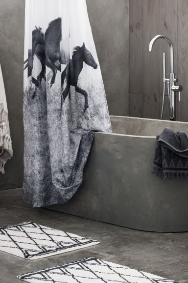 Bath towel with embroidery - Dark grey - Home All | H&M CN