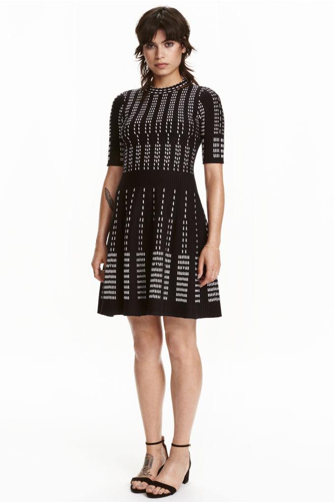 f80d7b371c Żakardowa sukienka - Czarny Biały Wzór - ONA